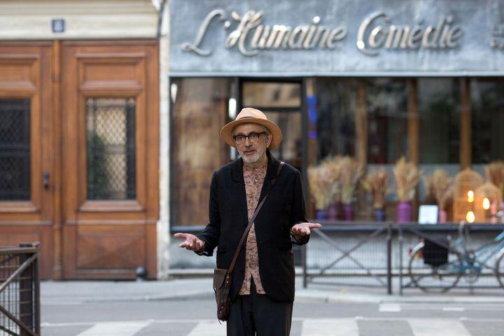 Elia Suleiman devant et derrière la caméra de It Must Be Heaven (Carole Bethuel / Le Pacte)