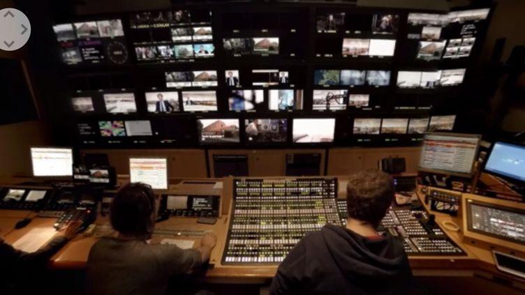 Le journal télévisé filmé depuis la régie. ( FRANCE TÉLÉVISIONS )