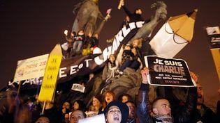 Un autre cliché réalisé par Stéphane Mahé, place de la Nation, à Paris, le 11 janvier 2015, à l'occasion de la marche républicaine en hommage aux victimes des attentats. (STEPHANE MAHE / REUTERS)