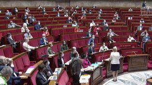 Allocation adulte handicapé : un texte de loi qui suscite des tensions à l'Assemblée nationale. (FRANCEINFO)
