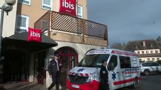 Dans un hôtel de Beaune (Côte-d'Or), un groupe de touristes chinois a été placé au confinement mercredi 26 février après le décès suspect de l'un des leurs. (FRANCE 3)