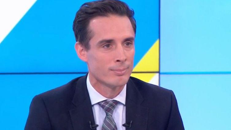 """Jean-Baptiste Djebbari, secrétaire d'État aux Transports, invité de """"Dimanche en politique"""" le 6 octobre. (france 3)"""