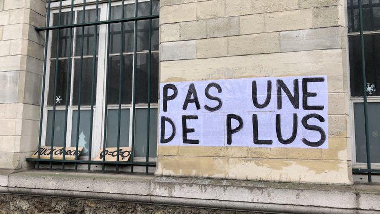 """""""Pas une de plus"""" - collage féministe à Paris. (Photo d'illustration) (FIONA MOGHADDAM / FRANCE-CULTURE)"""