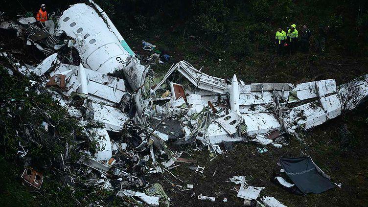 28 novembre 2016, un avion se crashe en Colombie, faisant 71 victimes. Parmi elles, l'équipe de Chapecoense. (RAUL ARBOLEDA / AFP)