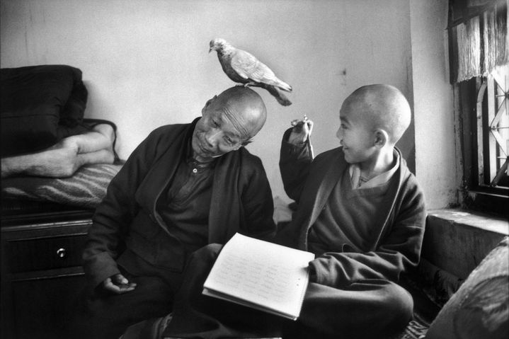 "Martine Franck, ""Tulku Khentrul Lodro Rabsel, 12 ans, avec son tuteur, Lhagyel, monastère Shechen, Bodnath, Népal"", 1966  (Martine Franck / Magnum Photos)"