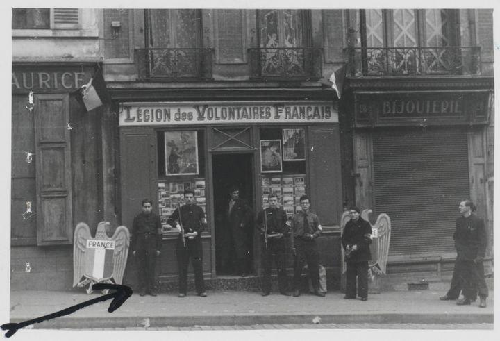 Bureau de recrutement de la Légion des volontaires français contre le bolchevisme, Charenton,mai 1944  (Archives nationales / Alain Berry)