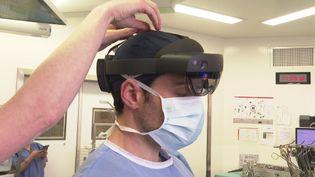 La réalité mixte permet de supersposer une image holographique à un acte chirurgical réel. (France 3 Côte d'Azur)