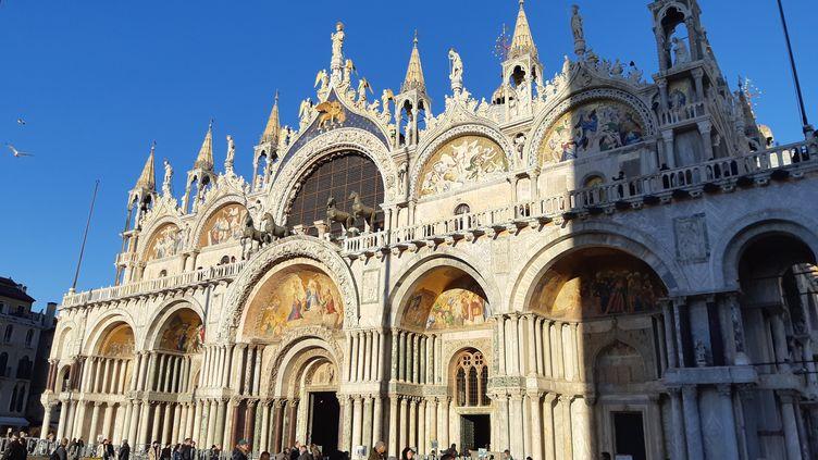 La basilique Saint-Marc à Venise autour de laquelle le procurateur Pierpaolo Campostrini veut construire une barrière imperméable en verre transparent. (BRUCE DE GALZAIN / RADIO FRANCE)