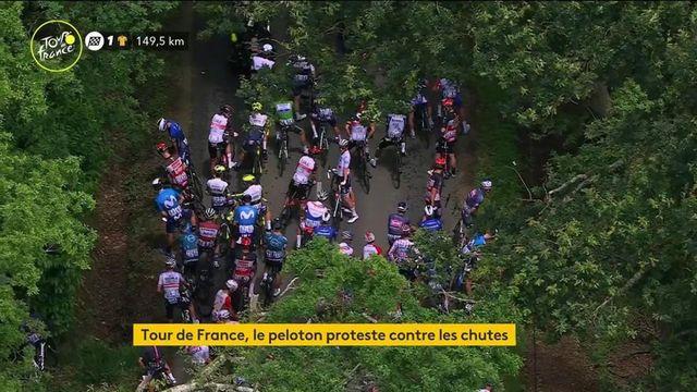 Tour de France : le peloton proteste contre les chutes