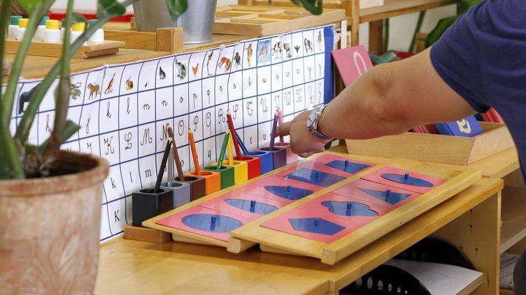 Une école Montessori (illustration). (GUILLAUME BONNEFONT / MAXPPP)