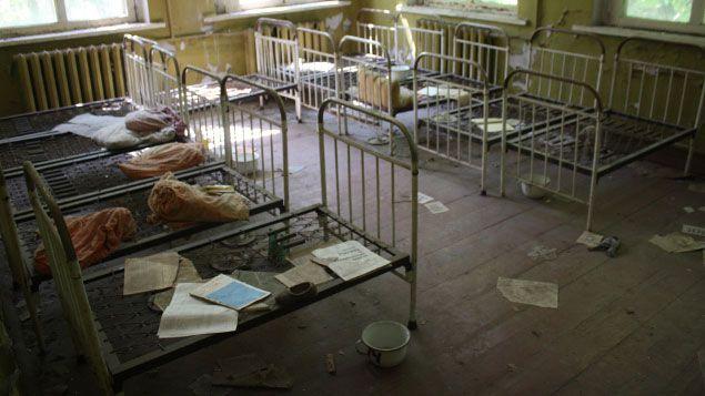 (Dans l'école maternelle abandonnée de Kapouchi, les gens ont regardé passer les bus évacuant Pripiat © Radio France / Emmanuel Langlois)