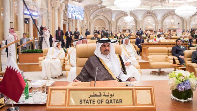 L'émir du Qatar, Tamim Ben Hamad Al-Thani, le 21 mai 2017, lorsdusommet arabe islamo-américain à Riyad (Arabie saoudite). (BANDAR ALGALOUD / SAUDI KINGDOM  / ANADOLU AGENCY / AFP)