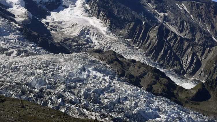 Le glacier des Bossons, sur leMont Blanc, en France, en 2016. (PHILIPPE DESMAZES / AFP)