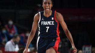 Lacapitaine française Sandrine Gruda lors de France-Japon, mardi 27 juillet 2021. (ARIS MESSINIS / AFP)