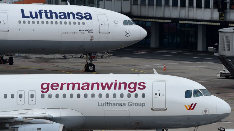 Un airbus de la Germanwings, le 26 mars 2015 àDüsseldorf (Allemagne). (PATRIK STOLLARZ / AFP)