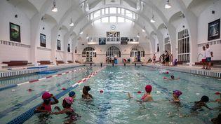 La piscine de la Butte aux Cailles dans le 13e arrondissement à Paris, le 20 juin 2019. (THOMAS SAMSON / AFP)