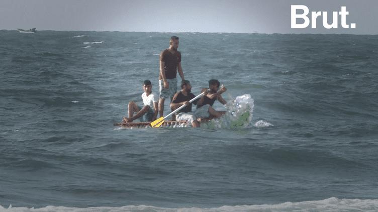 VIDEO. À Gaza, il construit un bateau avec des bouteilles en plastique (BRUT)