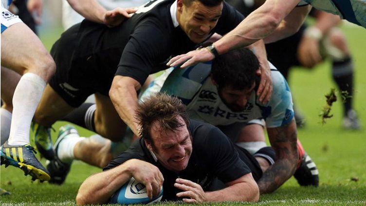 Hore (Nouvelle-Zélande) marque face à l'Ecosse (IAN MACNICOL / AFP)