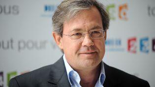 """Le journaliste Benoît Duquesne, présentateur de """"Complément d'enquête"""" sur France 2, en août 2009. (MARTIN BUREAU / AFP)"""
