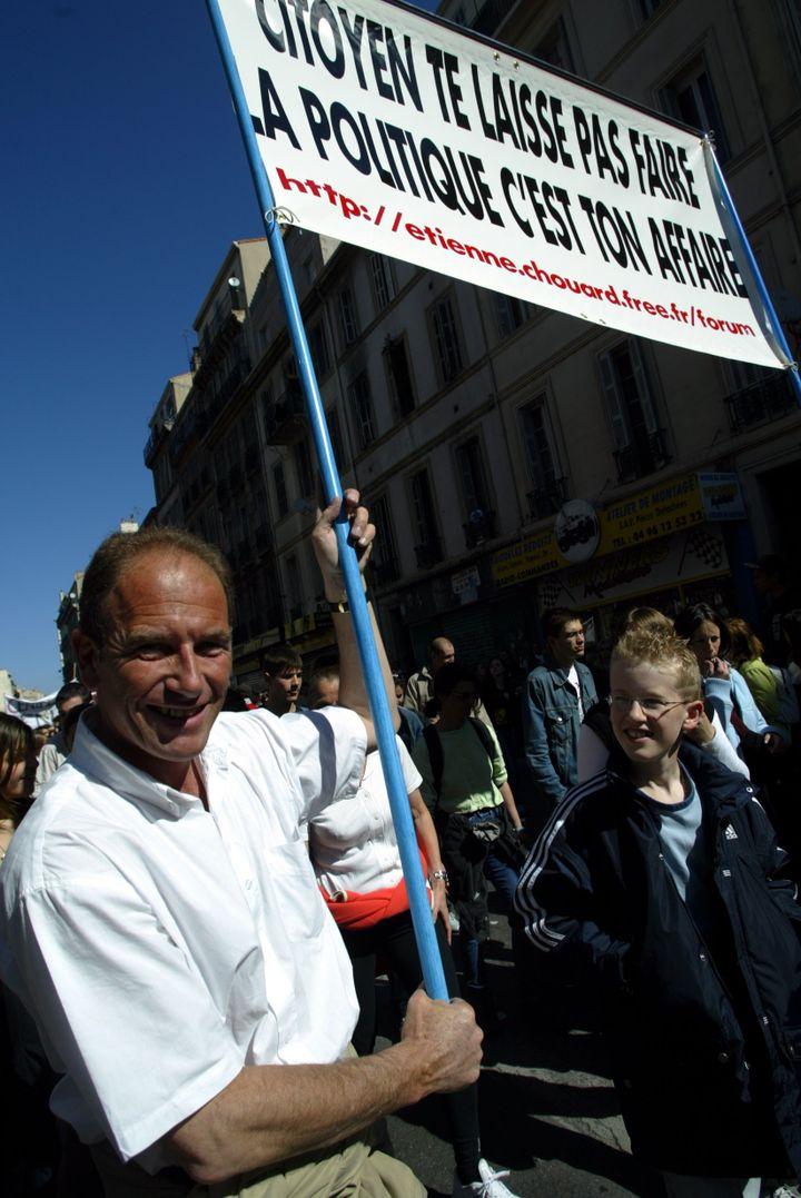 Etienne Chouard lors d'une manifestation contre le contrat première embauche (CPE), en 2006 à Marseille (Bouches-du-Rhône). (MAXPPP)