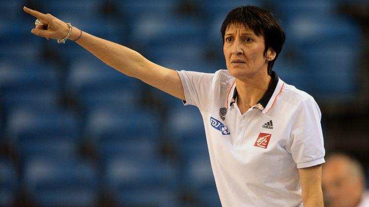 L'entraîneur de l'équipe de France Valérie Garnier (ATTILA KISBENEDEK / AFP)