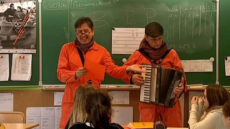Oliver Gosse et Alexandre Rasse, membres de la Brigade d'Intervention Poétique  (France3/Culturebox)