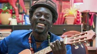 Le musicien Majnun : auteur, compositeur et interprète (France Télévision)