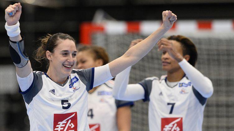 Camille Ayglon et les Françaises vont tenter de passer l'obstacle hollandais en quart de finale du Mondial (JONATHAN NACKSTRAND / AFP)
