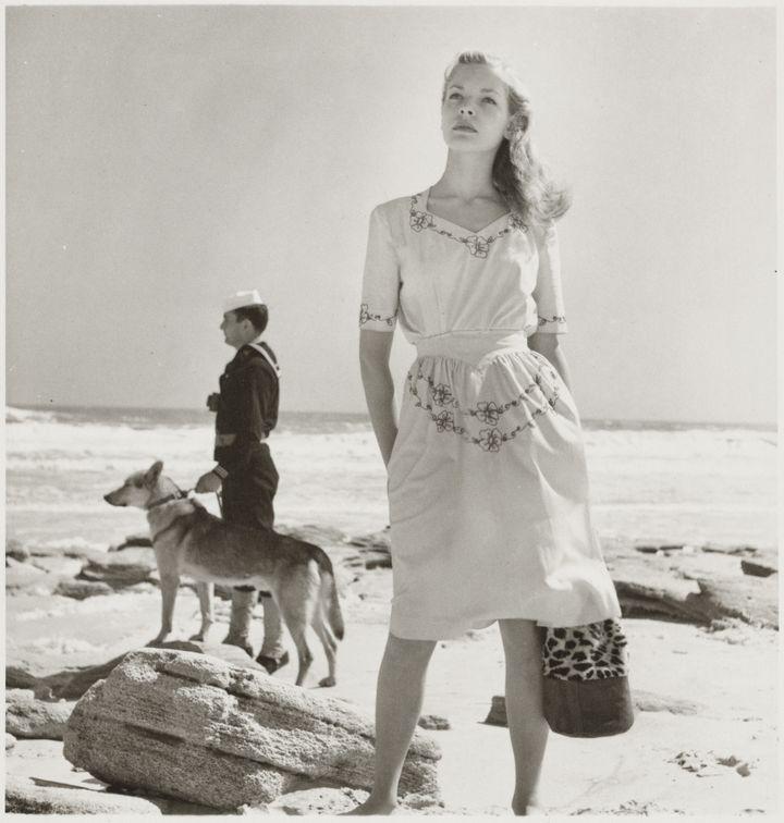 """Louise Dahl-Wolfe, l'élégance en continu"" : Lauren Bacall, Saint Augustine, Floride, Etats-Unis, 1943  (Louise Dahl-Wolfe, 1989 Center for Creative Photography, Arizona Board of Regents. Courtesy Staley-Wise Gallery, New York)"