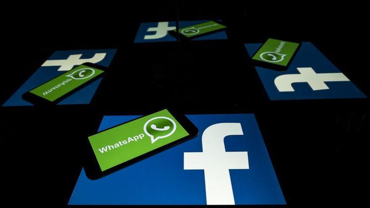 Facebook a racheté Whatsapp en 2014. (LIONEL BONAVENTURE / AFP)