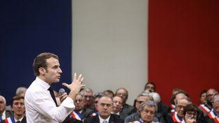 Emmanuel Macron répond aux maires, vendredi 18 janvier 2019 à Souillac (Lot). (LUDOVIC MARIN / AFP)
