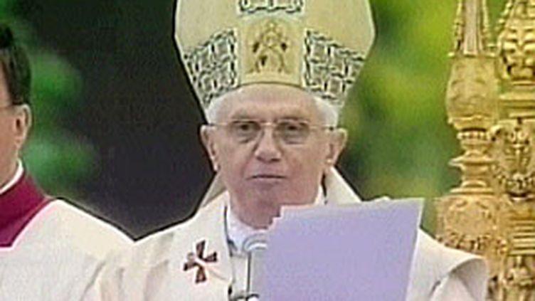 Le pape Benoit XVI, lors de la messe de Pâques en 2009. (France 3)