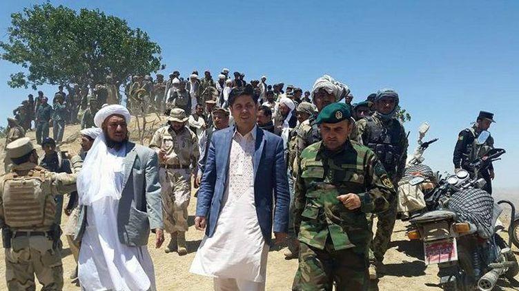 Des talibans capitulent face aux autorités afghanes à Badghis, une province du nord-ouest de l'Afghanistan, le 11 juillet 2015. (Badghis Governorship / ANADOLU AGENCY)