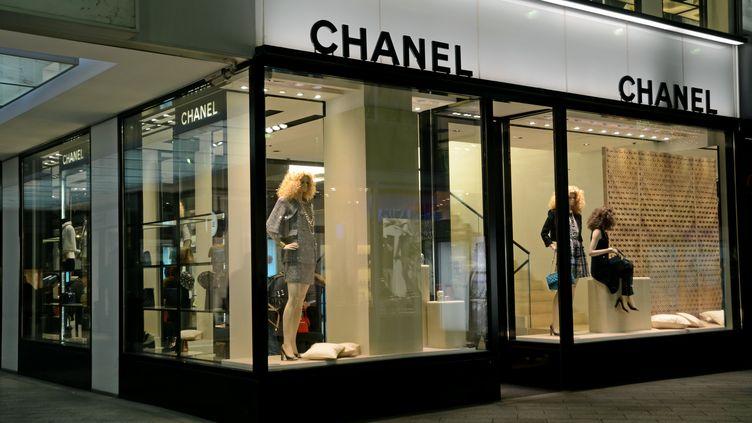 Un magasin Chanel à Dusseldorf, en Allemagne, le 6 janvier 2015. (HORST OSSINGER / DPA / AFP)