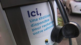 Si le nombre de bornes de recharge électriques se développe en France, les régions sont inégales. Recharger sa voiture peut donc être compliqué. (CAPTURE D'ÉCRAN FRANCE 3)