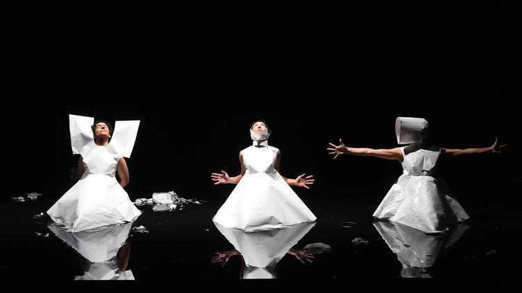Des danseurs repètent avant leur représentation au festival d'Avignon, le 19 juillet 2014. (ANNE-CHRISTINE POUJOULAT / AFP)