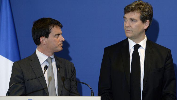 Manuel Valls et Arnaud Montebourg lors d'une conférence de presse à Faverges (Haute-Savoie), le 12 mai 2014. (PHILIPPE DESMAZES / AFP)