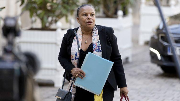 La ministre de la Justice, ChristianeTaubira, arrive à Matignon, à Paris, le 6 mars 2015. (KENZO TRIBOUILLARD / AFP)