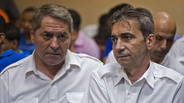 Pascal Fauret et Bruno Odos à Higuey, en République dominicaine, lors de leur procès pour trafic de drogue, le 4 février 2014. (ERIKA SANTELICES / AFP)