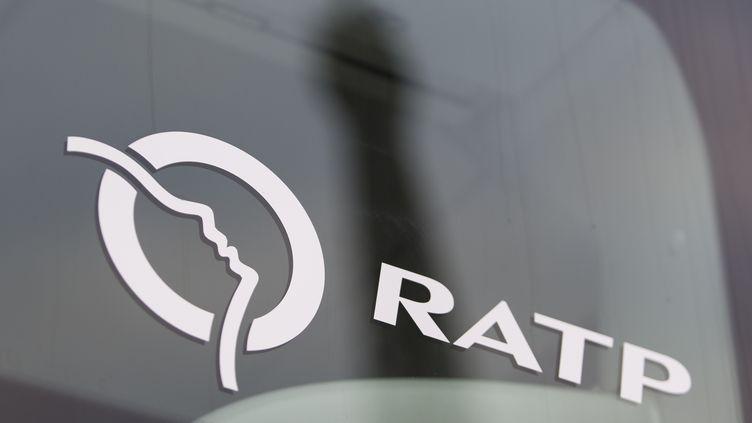 Le logo de la RAPT sur un véhicule, le 2 décembre 2015. (KENZO TRIBOUILLARD / AFP)
