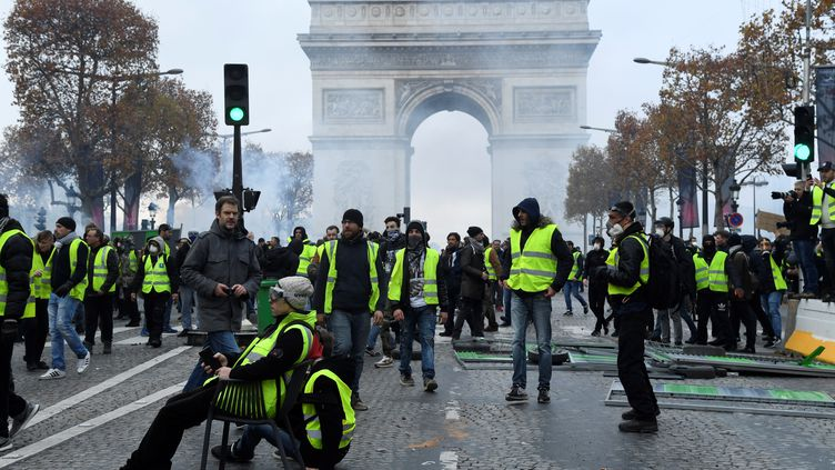 "Des""gilets jaunes"" sur les Champs-Elysées, samedi 24 novembre 2018. (BERTRAND GUAY / AFP)"