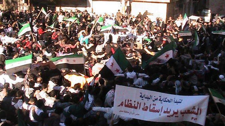 Des manifestants anti-Bachar Al-Assad près de Deraa, en Syrie, le 6 novembre 2011. (REUTERS)