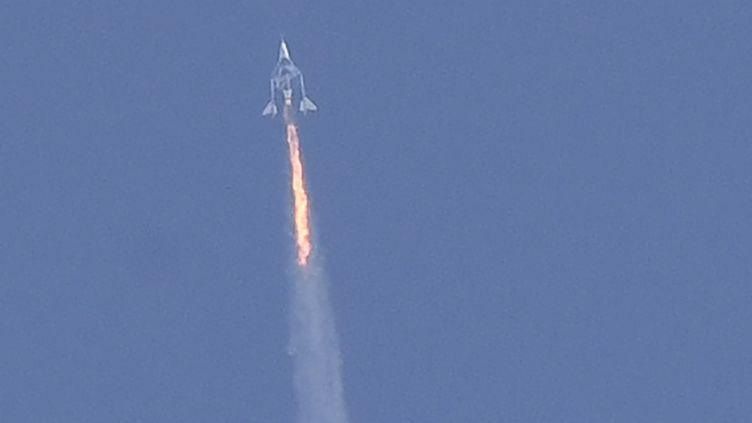 La fuséeSpaceShipTwo qui a emmené Richard Branson dans l'espace le 11 juillet 2021. (PATRICK T. FALLON / AFP)