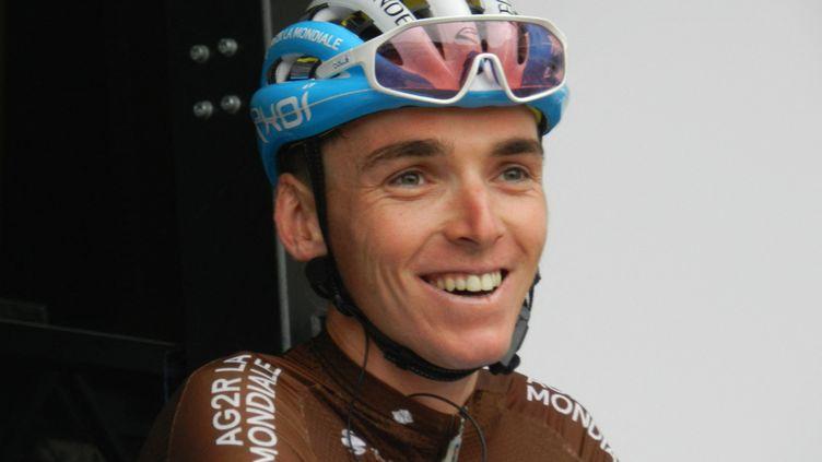 Romain Bardet au départ du Critérium du Dauphiné 2019 à Aurillac (Cantal) le 9 juin 2019. (MATHIEU FERRI / FRANCE-BLEU OCCITANIE)