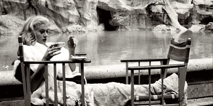 """L'actrice Anita Ekberg lors d'une pause dans le tournage du film la """"Dolce Vita""""  (F3/ Culturebox)"""