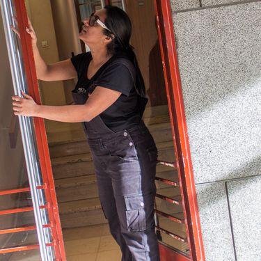 Samira Jaouadi, le 5 mars 2019, dans le 15e arrondissement de Paris. (VIOLAINE JAUSSENT / FRANCEINFO)