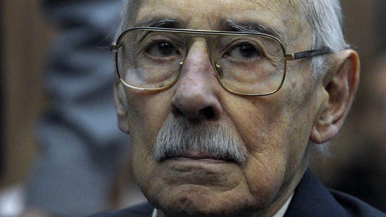 L'ancien dictateur argentin Jorge Videla, 86 ans, écoute le verdict de son procès, le 5 juillet 2012 à Buenos Aires. (JUAN MABROMATA / AFP)