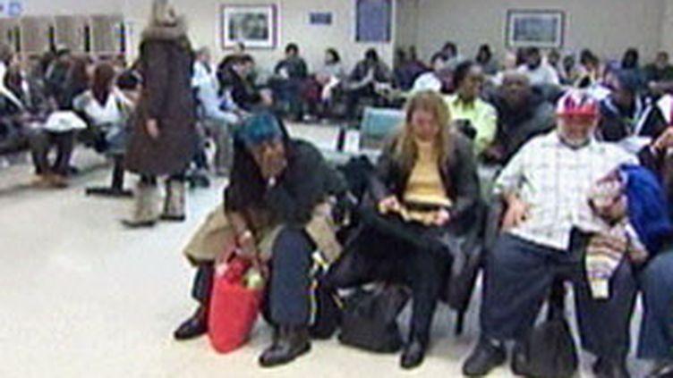 Américains attendant dans un centre de santé (© France3)