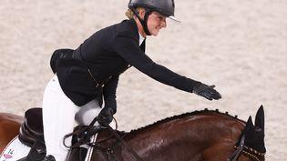 L'Allemande Julia Krajewski, sacrée championne olympique du concours complet en individuel, lundi 2 août 2021, à Tokyo. (FRISO GENTSCH / DPA)