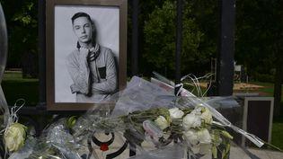 Un portrait de Kévin, accroché à la grille du parc du Bois des Sœurs, où il a été tué, à Mourmelon-le-Grand (Marne), le 5 juin 2018. (MAXPPP)
